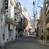 福原ソープ街の路地の写真