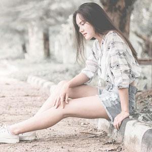 綺麗な脚が特徴的な女性