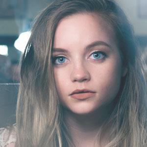 若く美しい女性