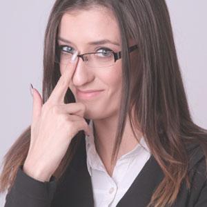 眼鏡をかけたインテリ女子