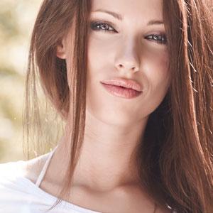 綺麗な瞳をした女性